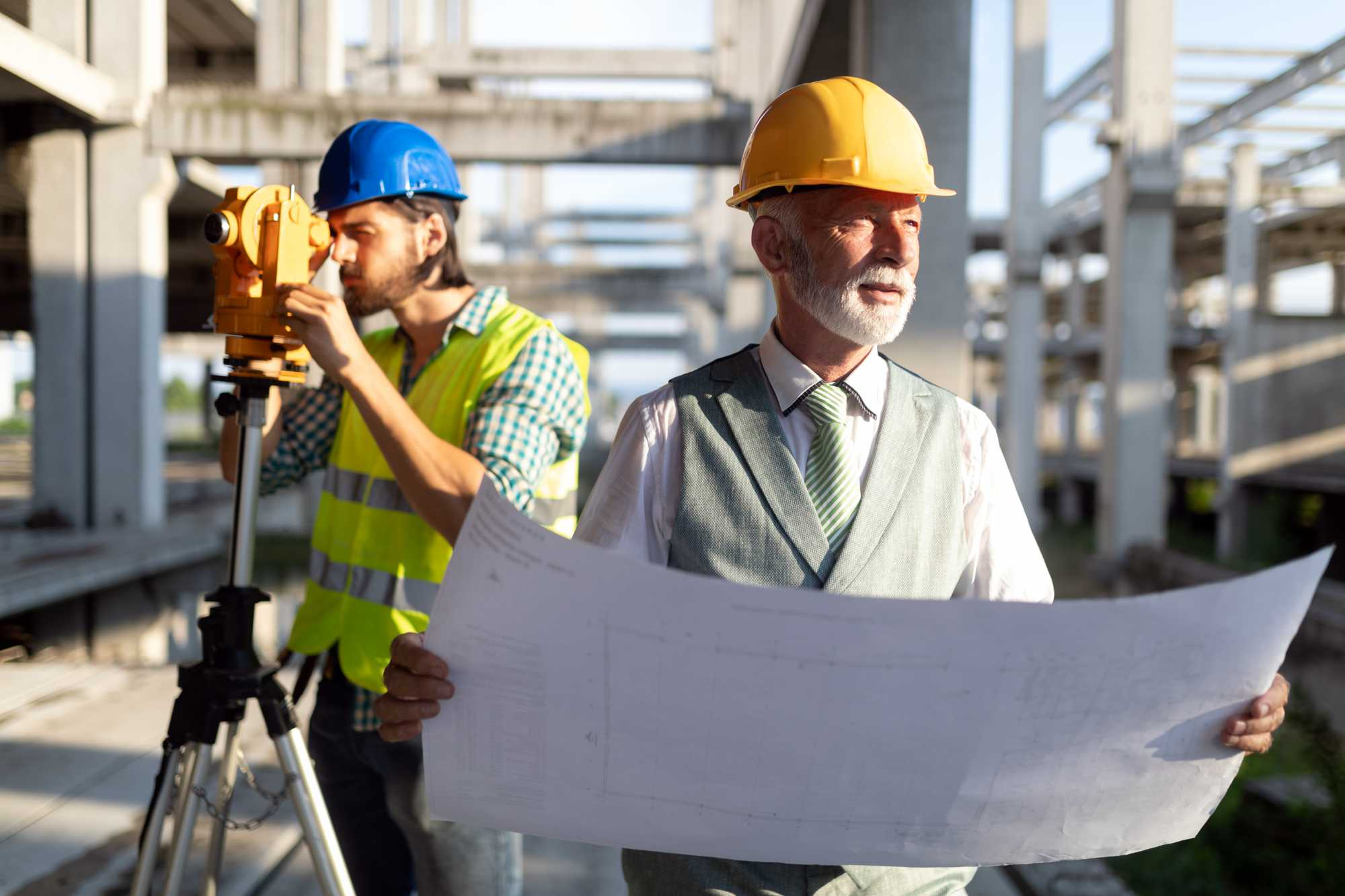 two-construction-engineer-working-in-construction-8TCUPRJ.jpg